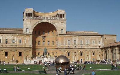 Il Cortile della Pigna ai Musei Vaticani