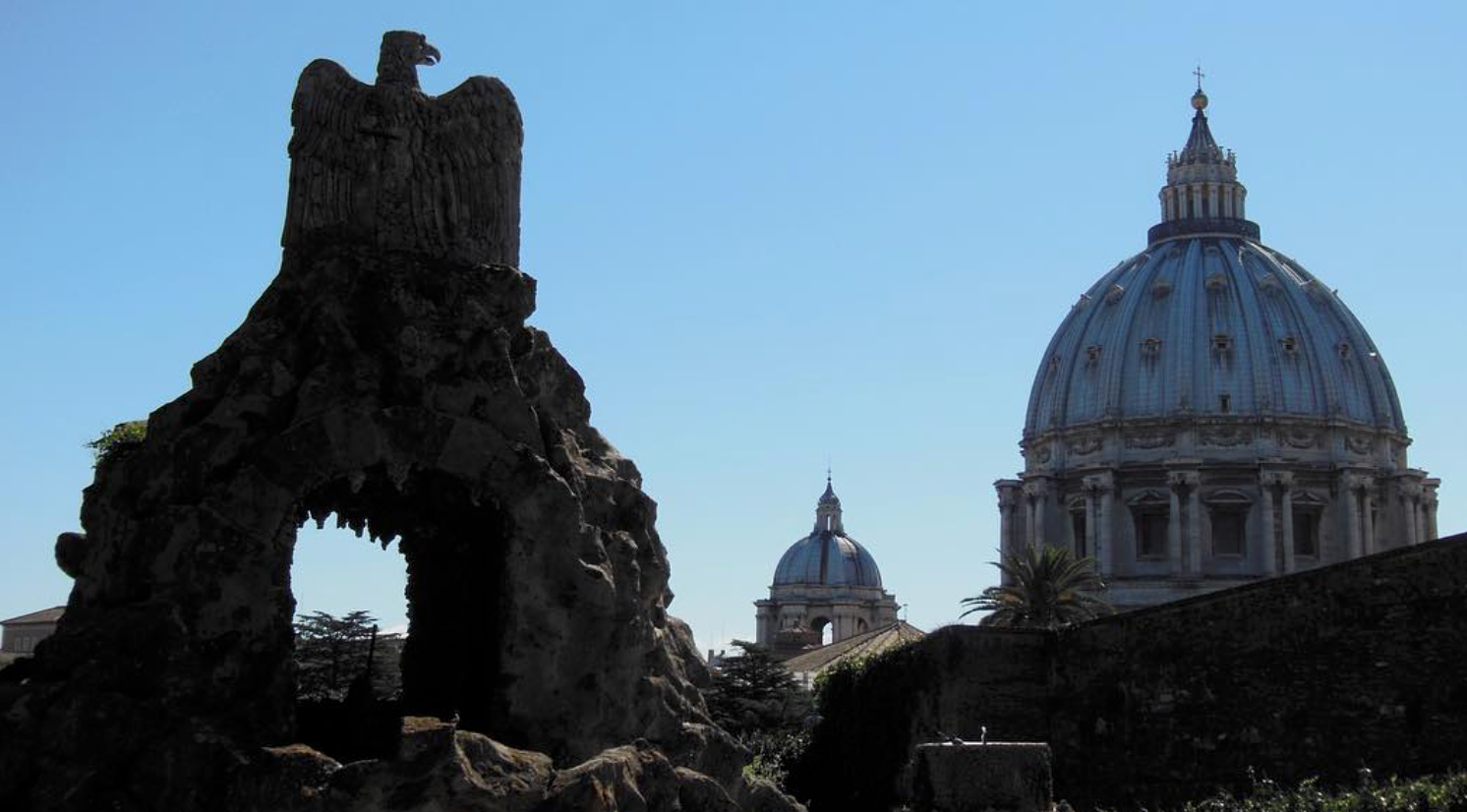Fontana dell'Aquila e Cupola San Pietro - photo by @marco.casavecchia